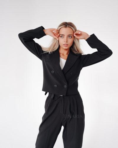 Костюм с укороченным пиджаком в черном цвете