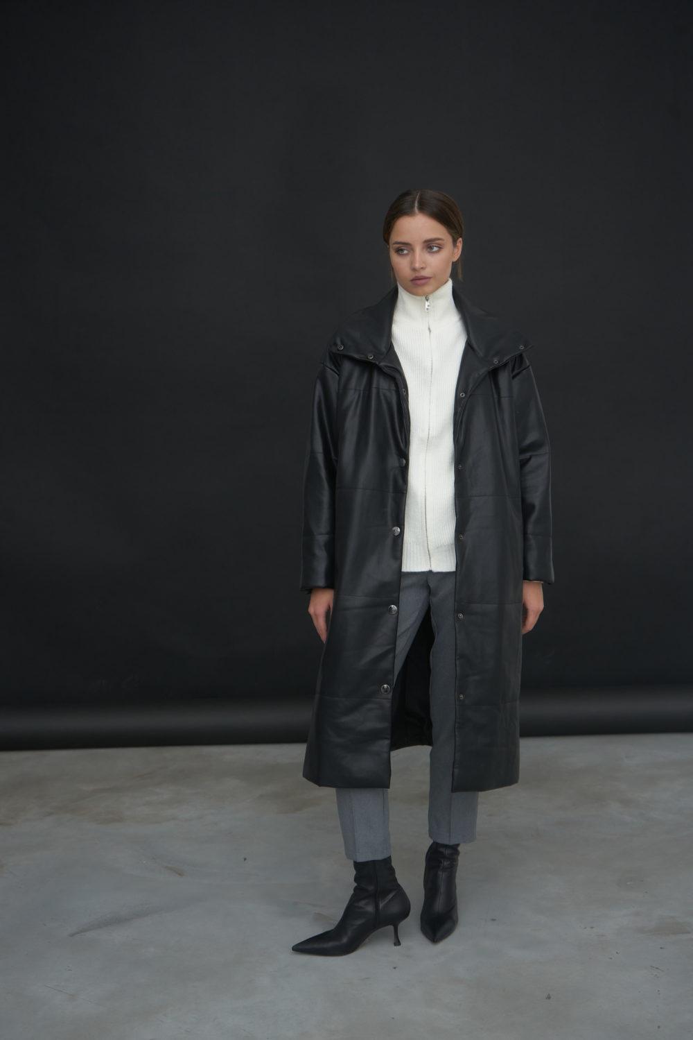 Утепленная куртка из эко-кожи в черном цвете