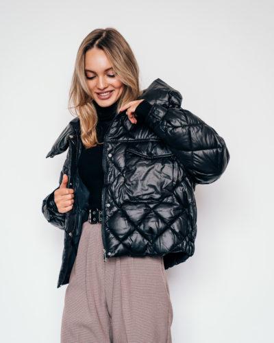 Куртка стеганная на холлофайбере в черном цвете