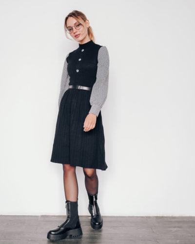 Платье из плотного трикотажа в черном цвете с рукавами под рубашку