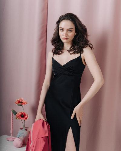 Платье комбинация с разрезом в черном цвете