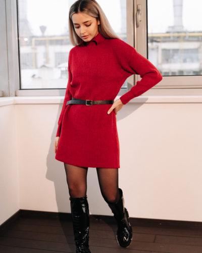 Платье-свитер с воротником рубашка в красном цвете