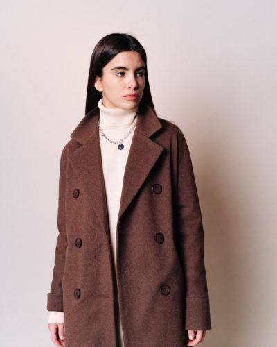 Двубортное зимнее пальто в цвете шоколад диагональ