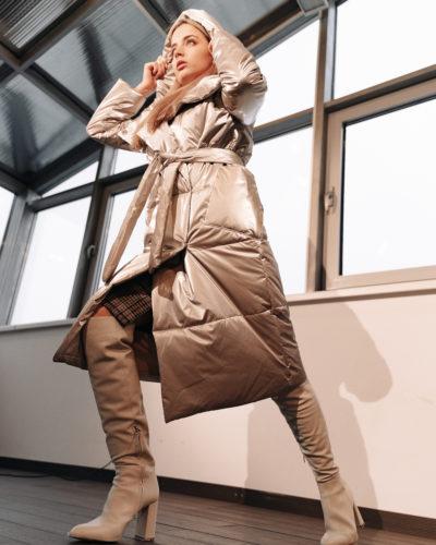 Куртка с отложным воротником-капюшоном в цвете светлый металлик