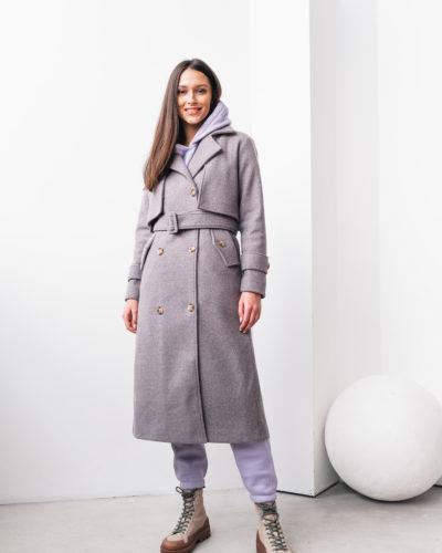 Пальто под тренч в оттенке брусника с пуговицами сзади