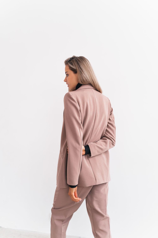 Стеганое пальто длины макси в кофейном оттенке
