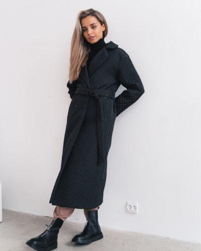 Стеганое пальто длины макси в черном цвете