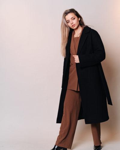 Зимнее пальто-халат в черном цвете