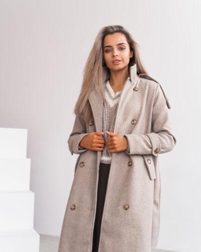 Пальто под тренч с погонами в молочном оттенке
