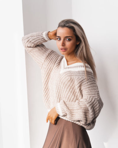 Вязаный оверсайз пуловер из шерсти в цвете кофе