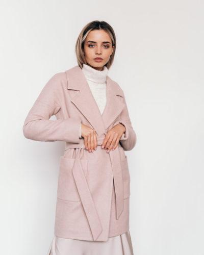 Пальто со спущенным плечом пудра диагональ 90см