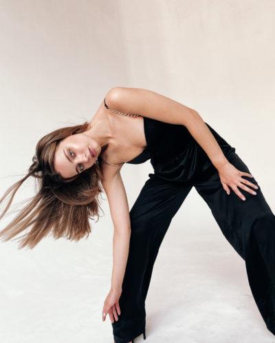 Атласные брюки палаццо черного цвета