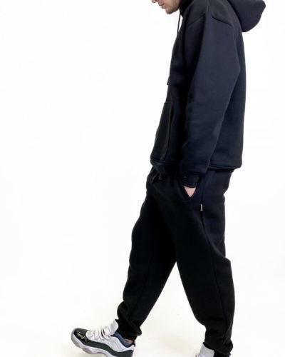 Мужской спортивный костюм на флисе в черном цвете