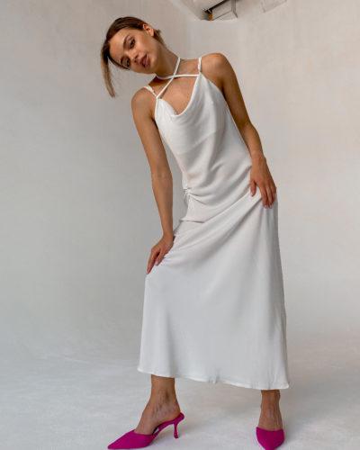 Платье комбинация с завязками и сборкой в белом цвете