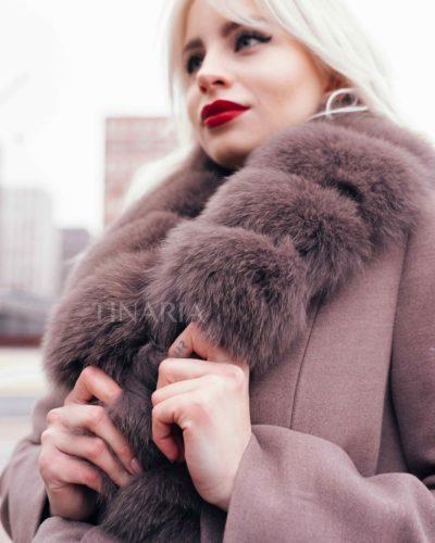 Зимнее пальто-халат в цвете мокко с мехом песца 115 см