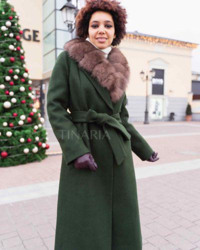 Зимнее пальто-халат в цвете изумруд с мехом песца 115 см